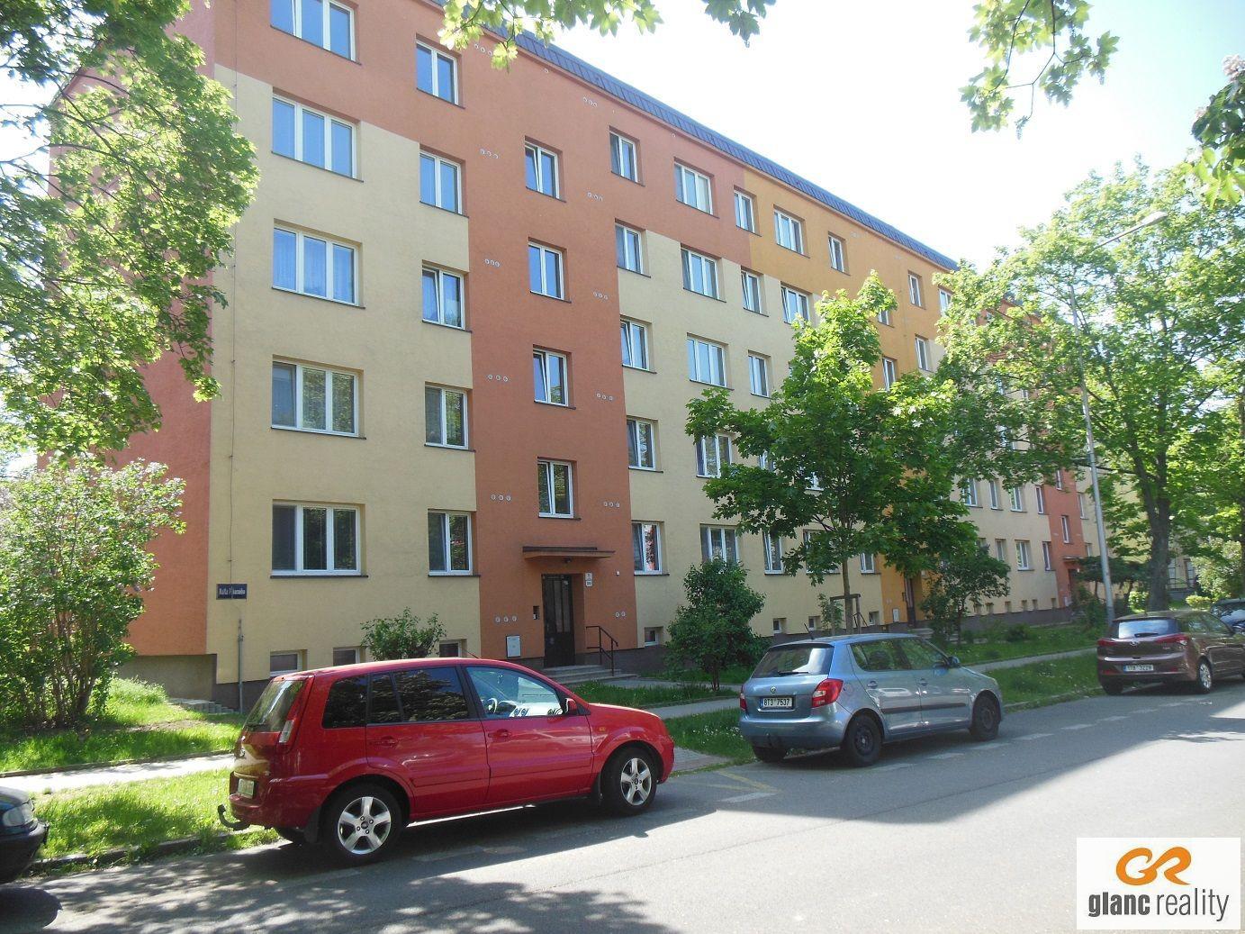 Pronájem zařízeného bytu 1+kk, ul. Karla Pokorného, Ostrava-Poruba