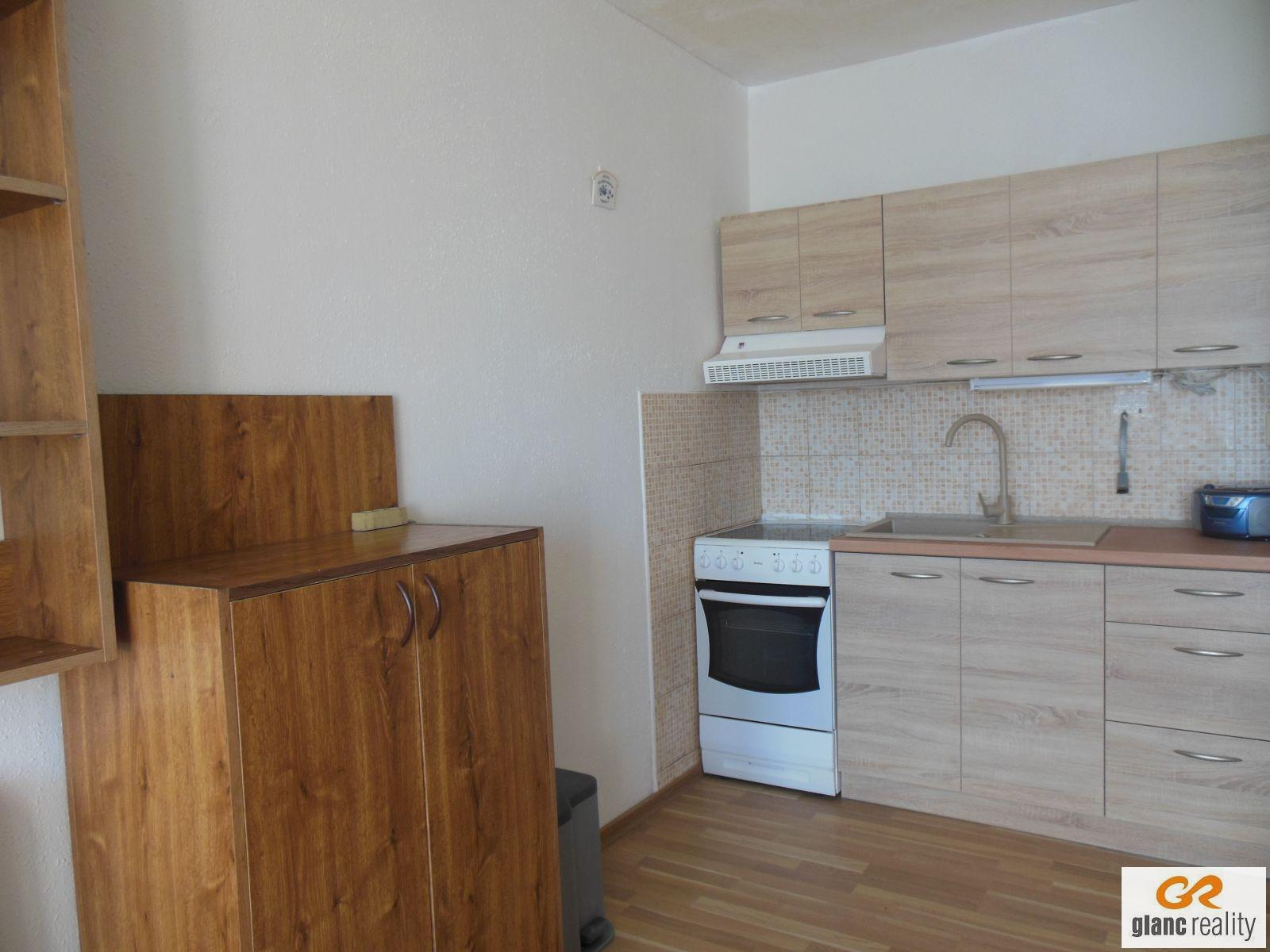 Prodej bytu 1+kk+lodžie, po rekonstr., kompl. zařízený, ul. Lumírova, Ostrava-Výškovice