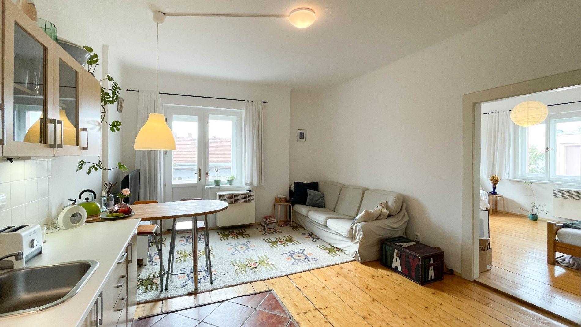 K pronájmu slunný, částečně zařízený byt 2+kk, 52m2, balkon, Biskupcova ulice, Praha 3, Žižkov