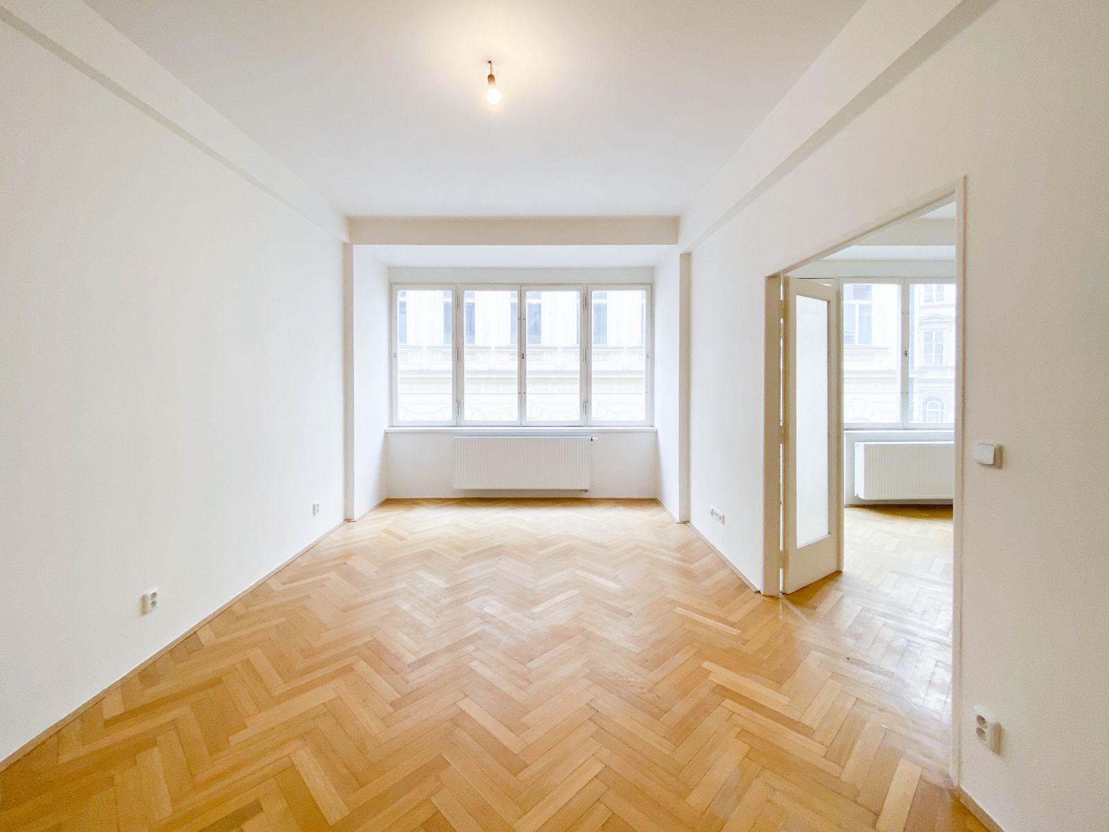 Pronájem nezařízeného bytu 3+1 83m2, balkon, Staré Město, Praha 1, Bartolomějská ulice