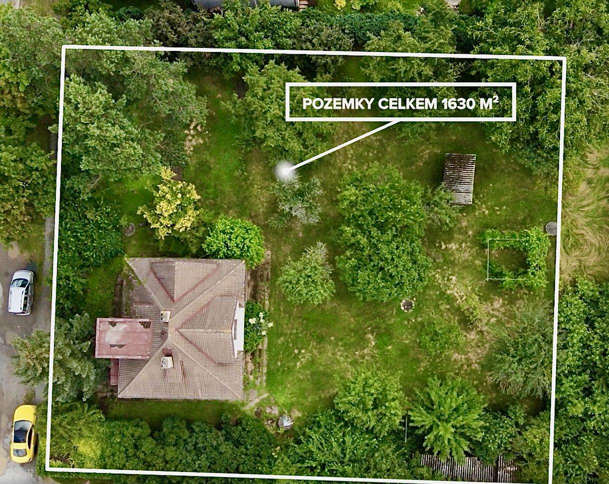 Prvorepublikový dům s velkou zahradou a zahradním domkem v Letech u Dobřichovic