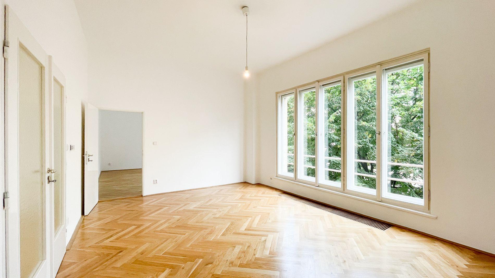 světlý a prostorný byt 3+1 po rekonstrukci, 2..patro, 112m2, 2 koupelny, balkon, 2 komory,, Londýnsk
