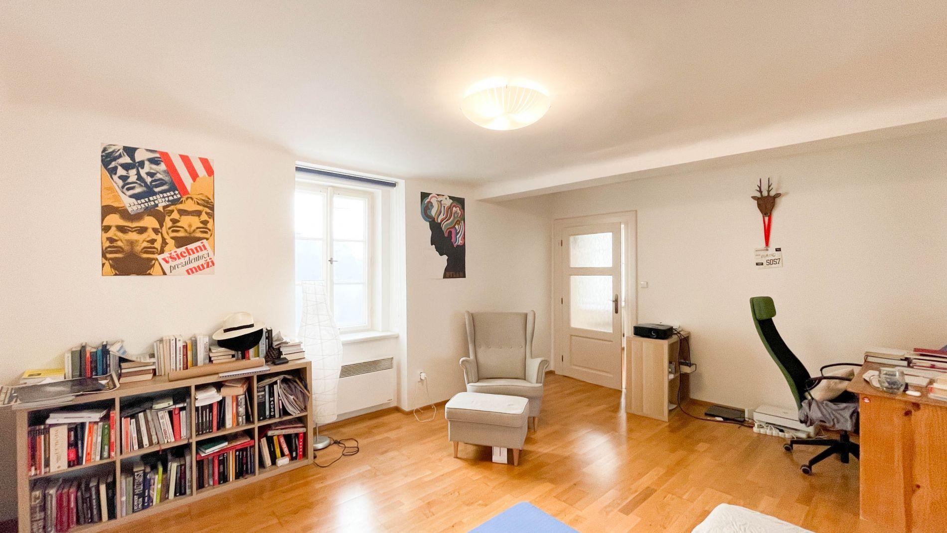 Ponájem nezařízeného bytu 2+1 cca 60m2, 1. patro, Radnické schody, Malá strana, Praha 1