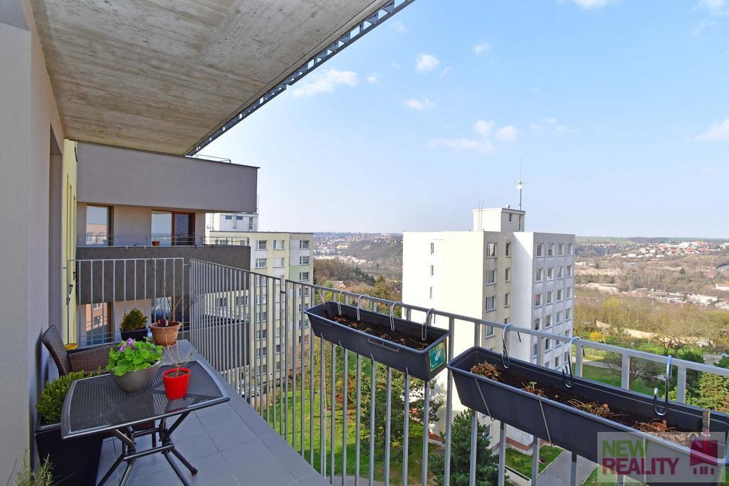 Pronájem bytu  3+kk,  65 m2 + terasa 10 m2  + garážové stání , Mazurská , Praha 8 - Troja
