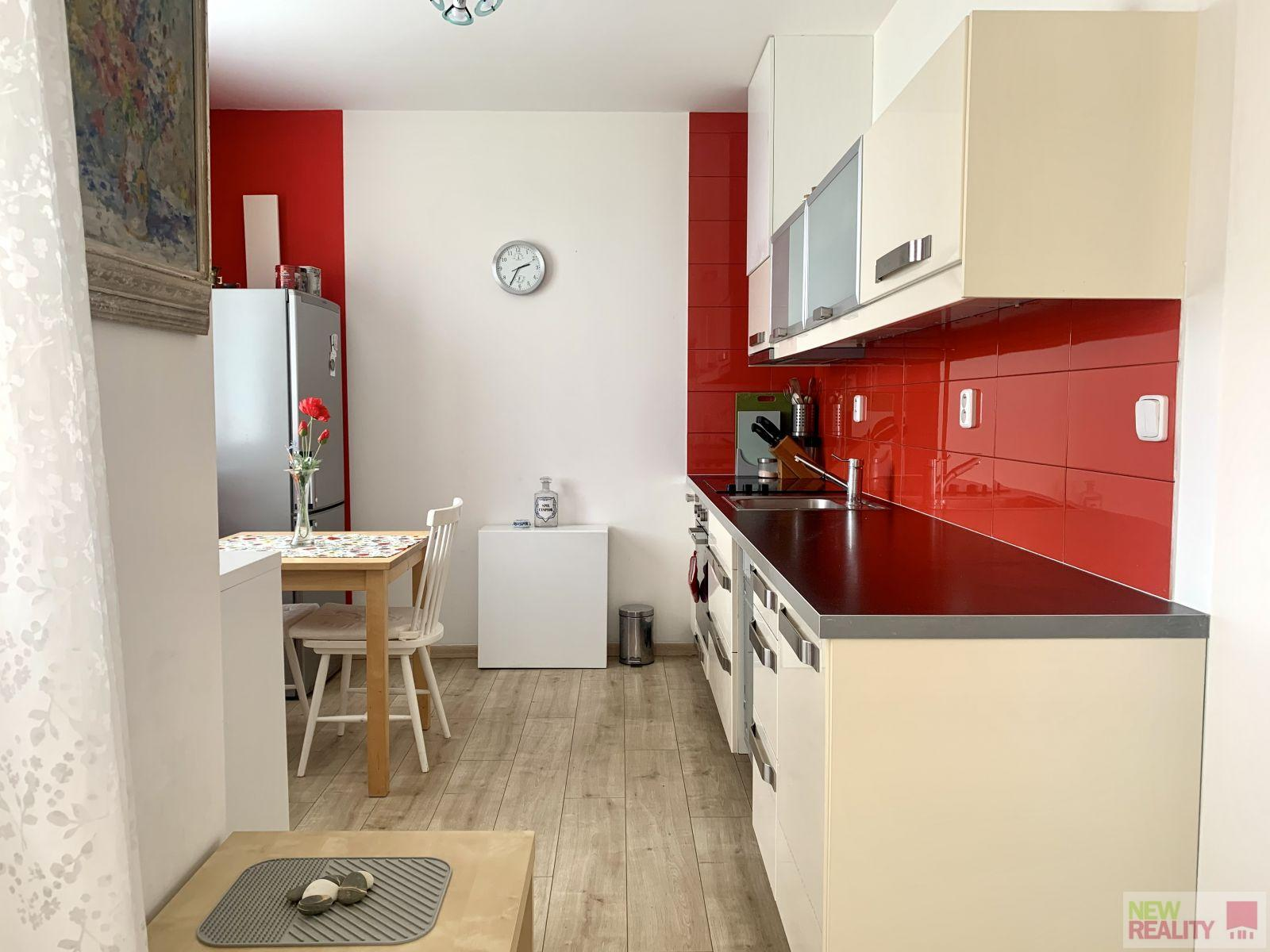Pronájem bytu 2+KK + Lodžie,  3.NP, o celkové výměře 46,73m2,  Klecany - Praha východ.
