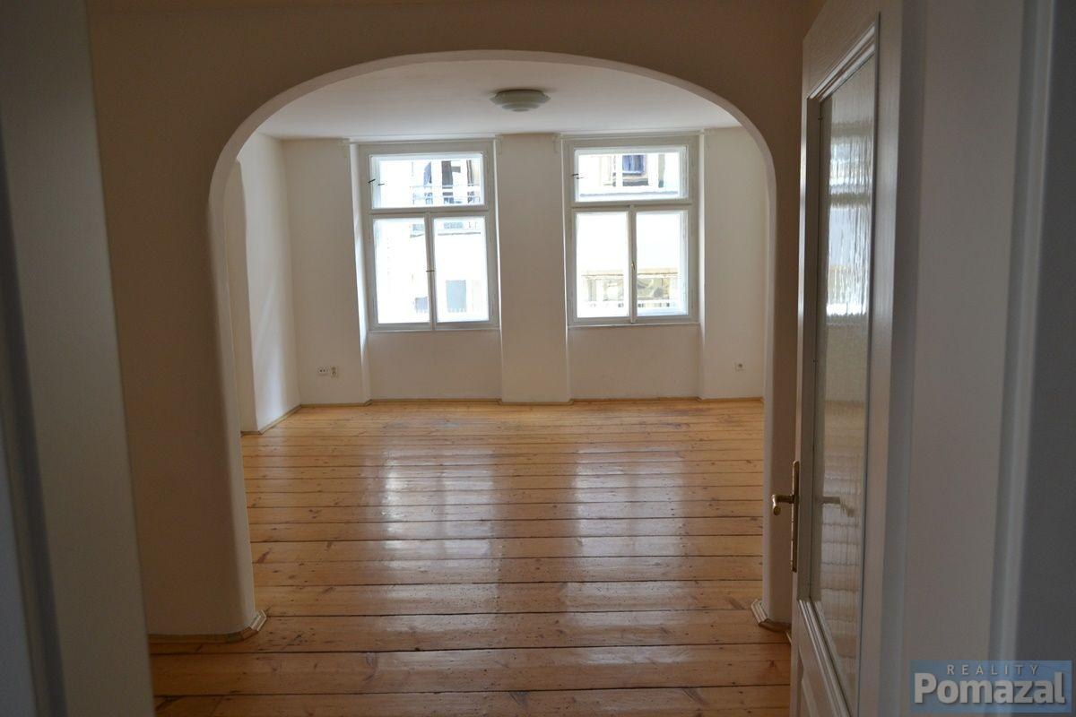 Pronájem bytu 1+1, 42m2, ul. Perlová, Praha 1