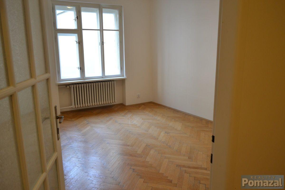 Pronájem bytu 1+1, 42m, ul.Černá, Praha 1 - Nové Město.