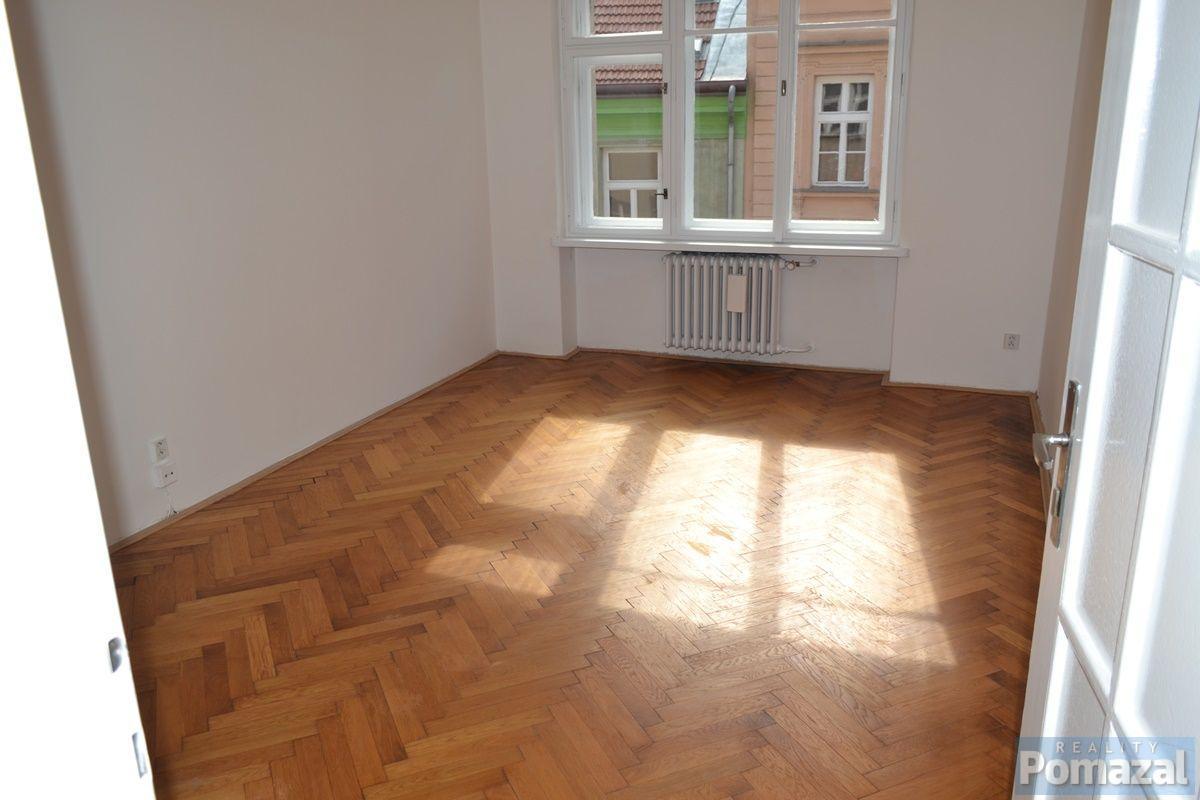 Pronájem bytu 2+1, 75m2, ul. ul.Černá, Praha 1 - Nové Město