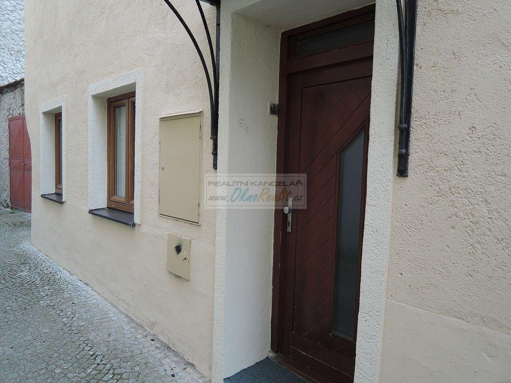 Prodej rodinného domu v centru Velkého Meziříčí - obr.Vstup do bytu 2+1.a.