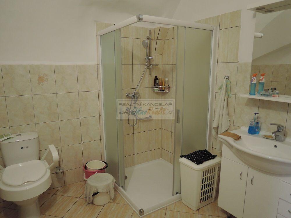Prodej rodinného domu v centru Velkého Meziříčí - obr.Koupelna v přízemí
