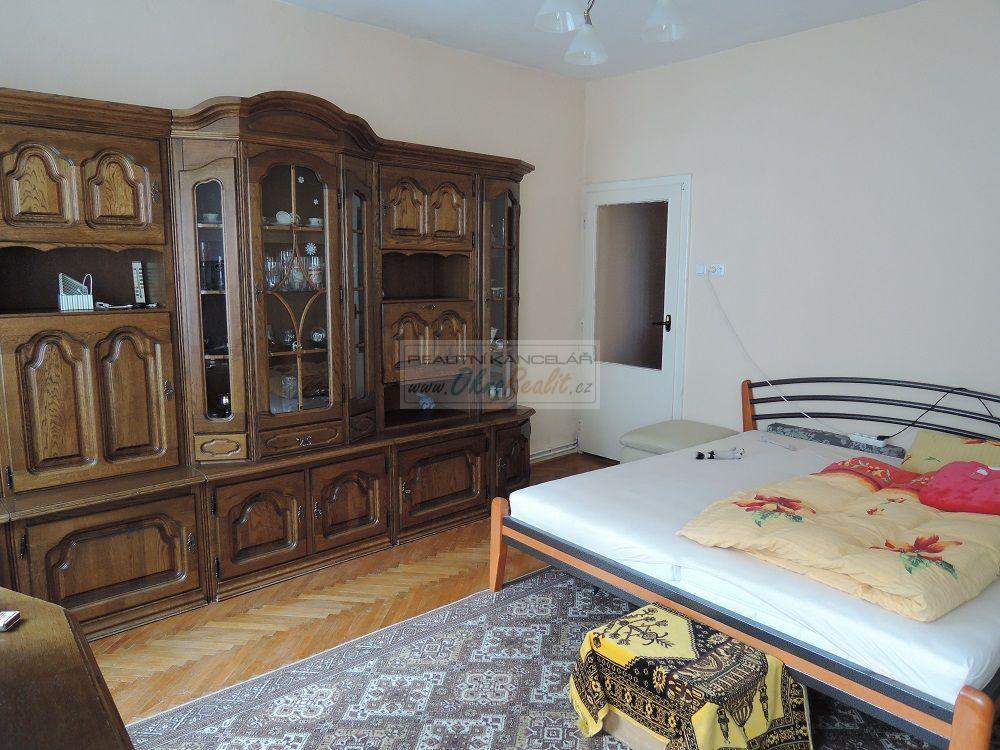 Prodej rodinného domu v centru Velkého Meziříčí - obr.Ložnice ve 2NP