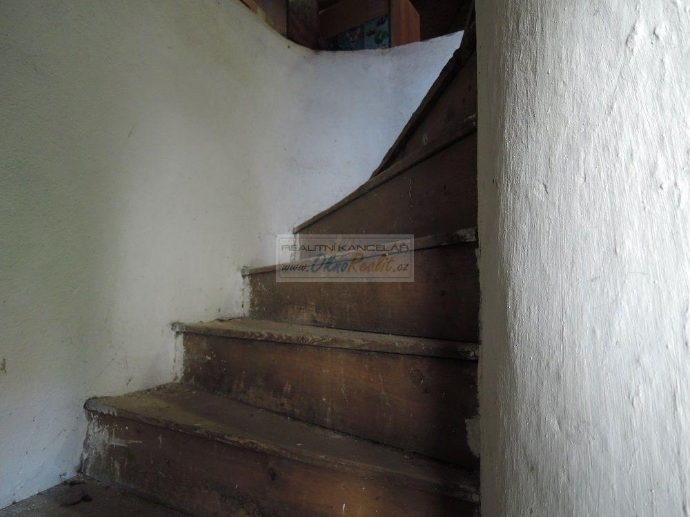 Prodej rodinného domu v centru Velkého Meziříčí - obr.Schodiště na půdu