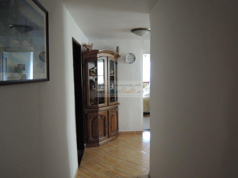 Prodej rodinného domu v centru Velkého Meziříčí - obr.Chodba ve 2NP