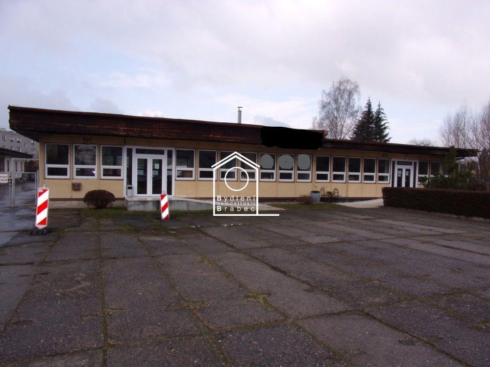 Prodej oploceného areálu o rozloze 1766m2, budova  641m2 - Česká Lípa