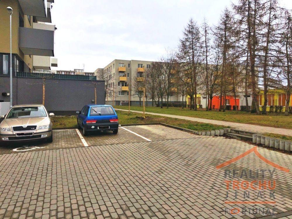 Pronájem venkovního parkovacího stání - Hradec Králové  Moravské Předměstí