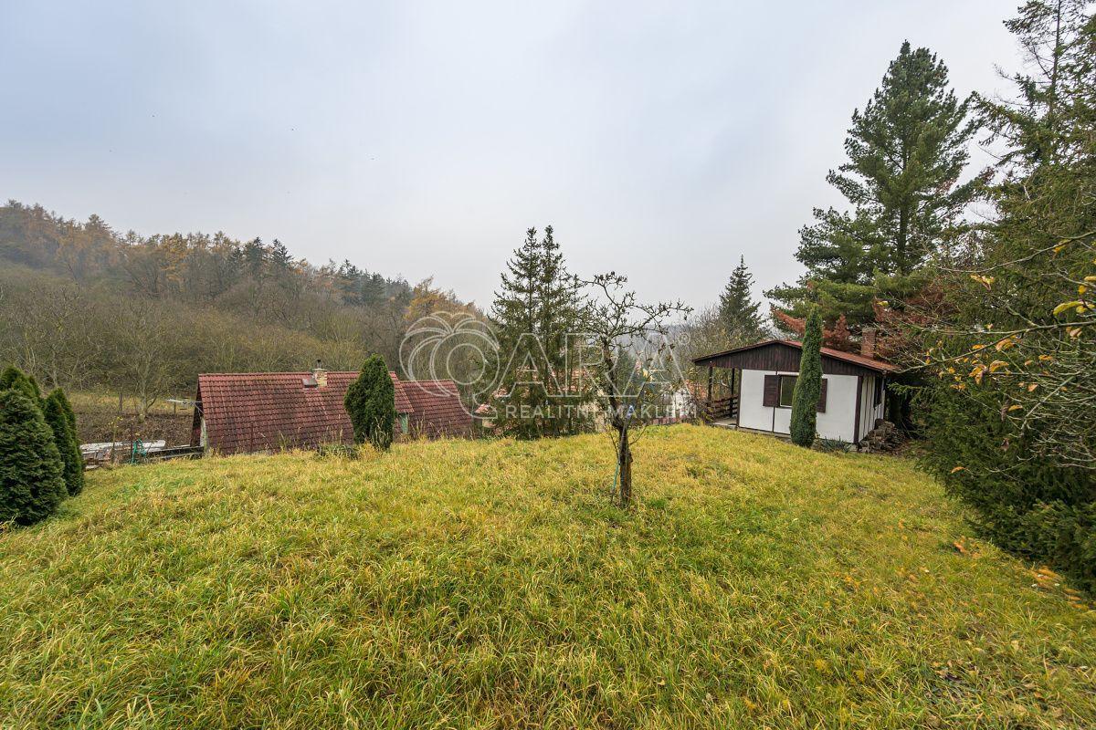 Prodej pozemků  o celkové výměře 811 m2 a rekreační chaty, ul. K Chotolu, obec Statenice, okr. Praha