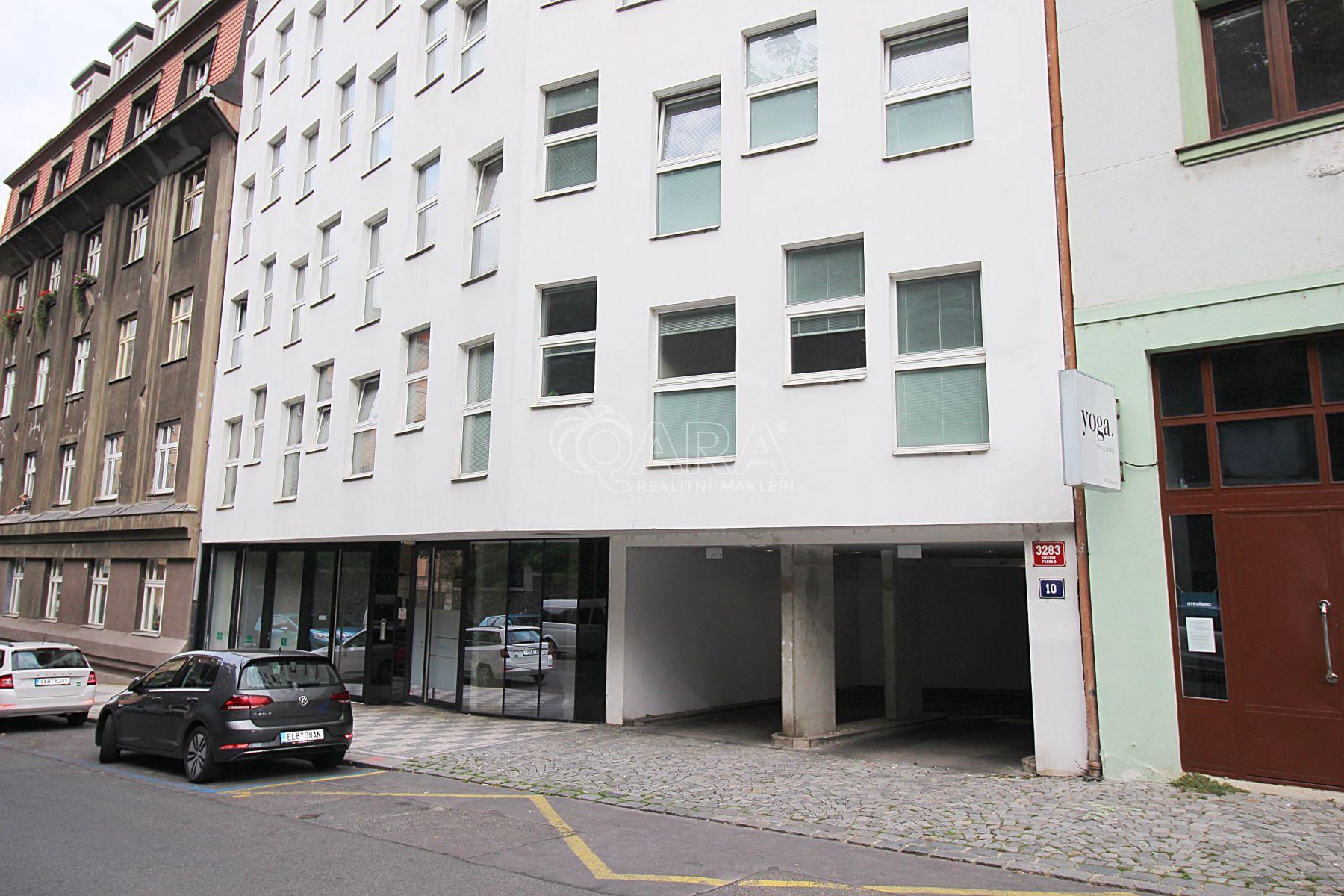 Parkovací stání v podzemní garáži s výtahem, Praha 5- Smíchov, Na Zatlance