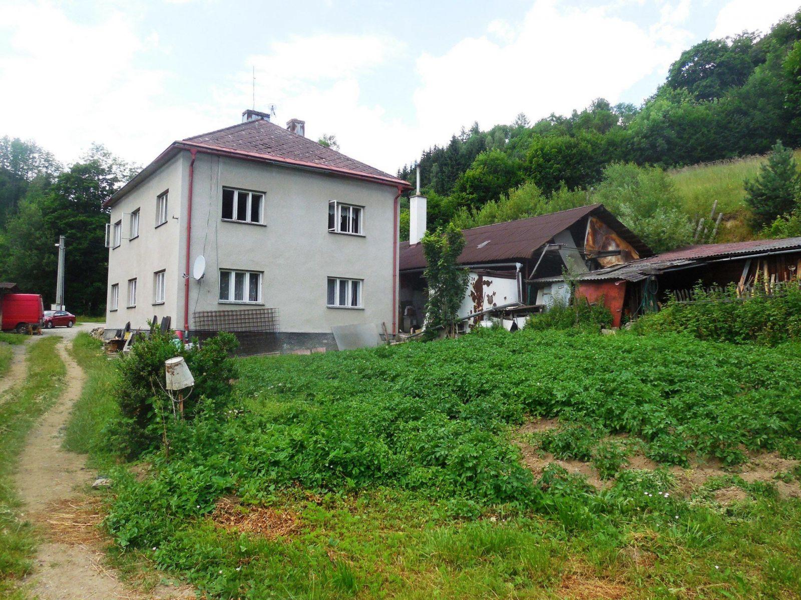 Prodej obytných domů s komerčními prostorami ve Štítech, Crhově