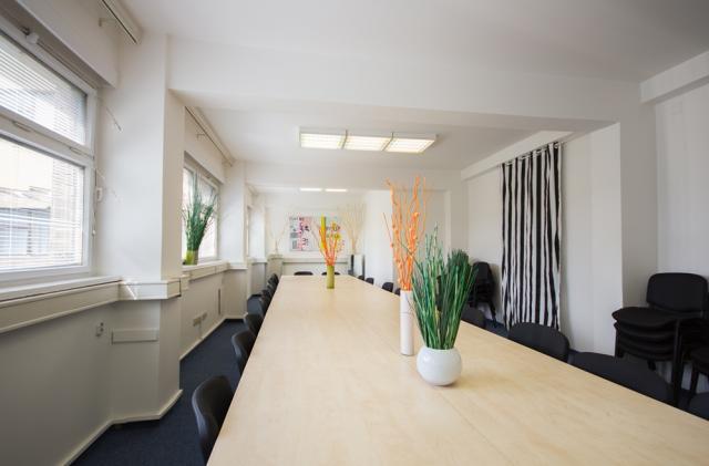 Variabilní kanceláře, možno i několik tisíc m2