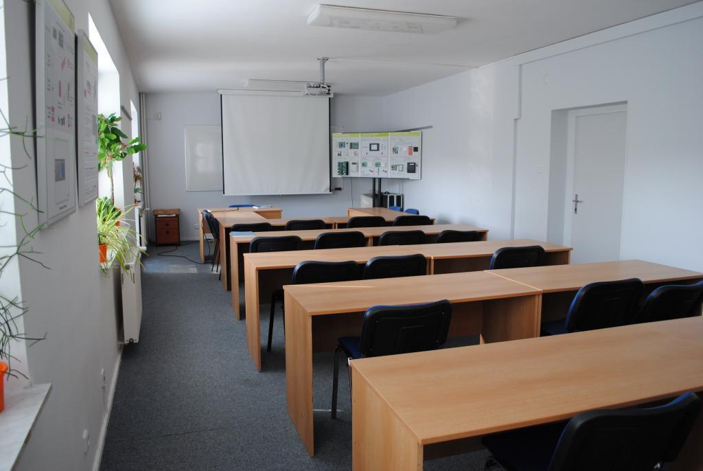 Samostatný objekt k podnikání - Kanceláře, školící centrum, obchodní prostory