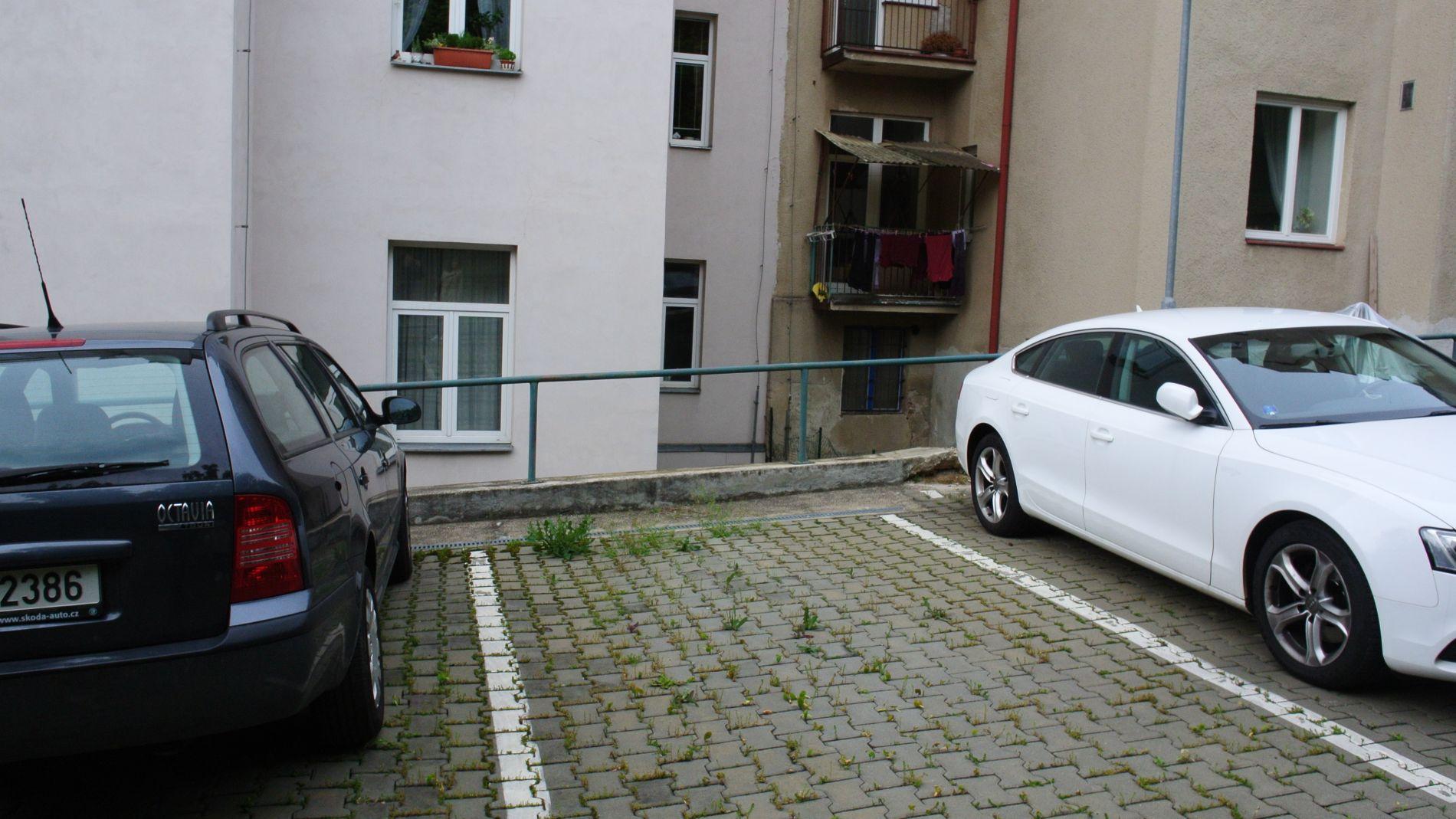 Pronájem parkovacího stání ve vnitrobloku k dlouhodobému pronájmu
