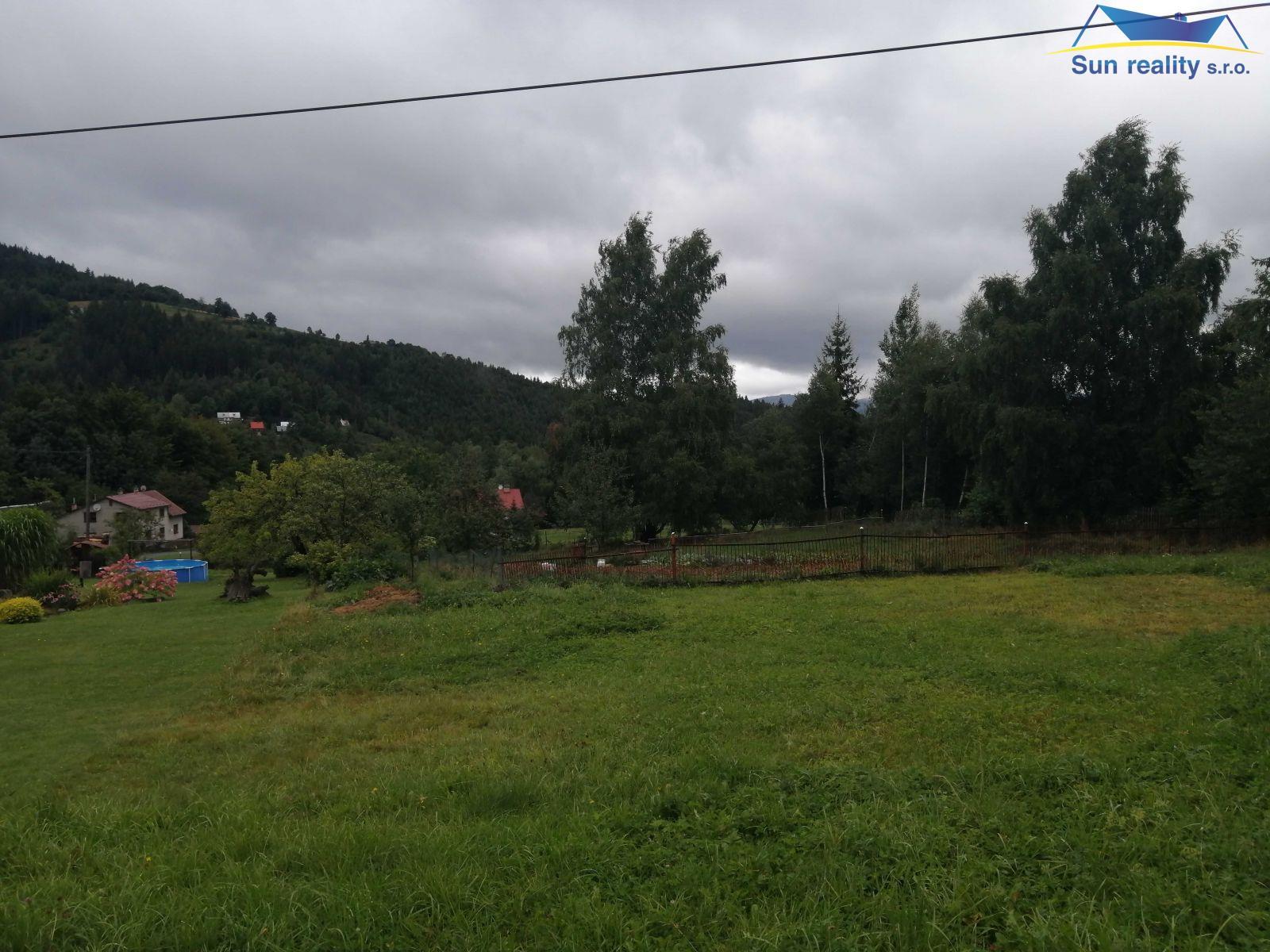 Stavební pozemek na 1  2 chaty v Dolní Lomné