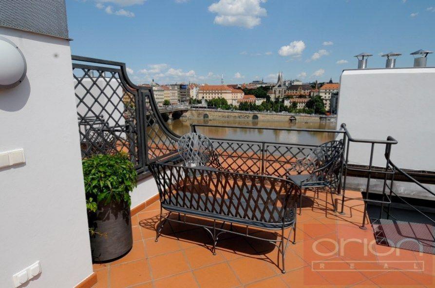 Pronájem mezonetového bytu s terasou: Praha 5- Smíchov, Hořejší nábřeží