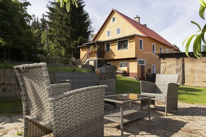 Prodej dvougeneračního domu 4+1, 2+1, Sadov - Bor, okr. Karlovy Vary