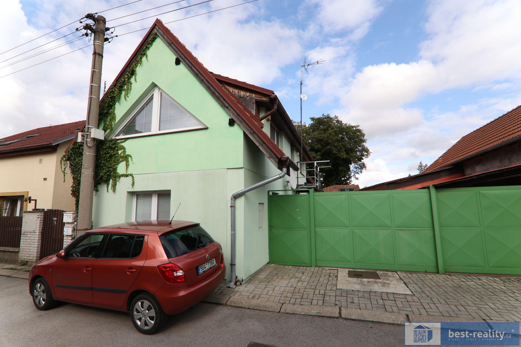 Rodinný dům v těsné blízkosti zámecké obory v obci Veltrusy