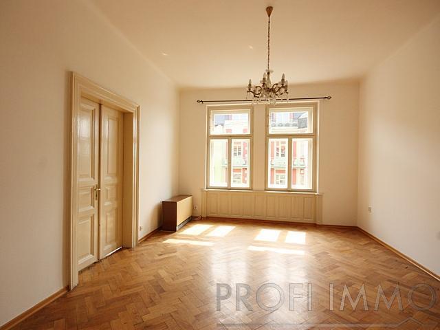 Útulný byt 2+1 na nábřeží Vltavy