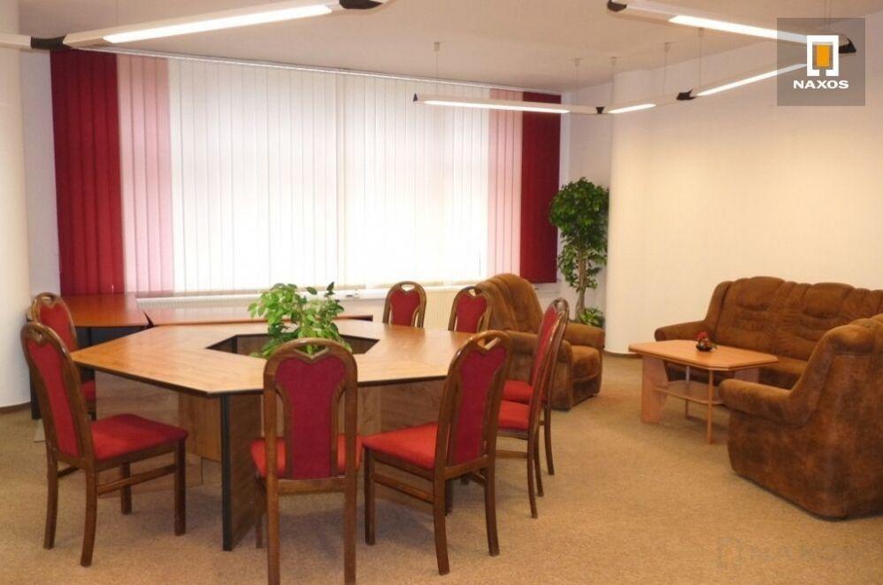 Kancelářské prostory 163,1 m2, kompletně vybavené nábytkem, ul. U Centrumu, Orlová - Lutyně