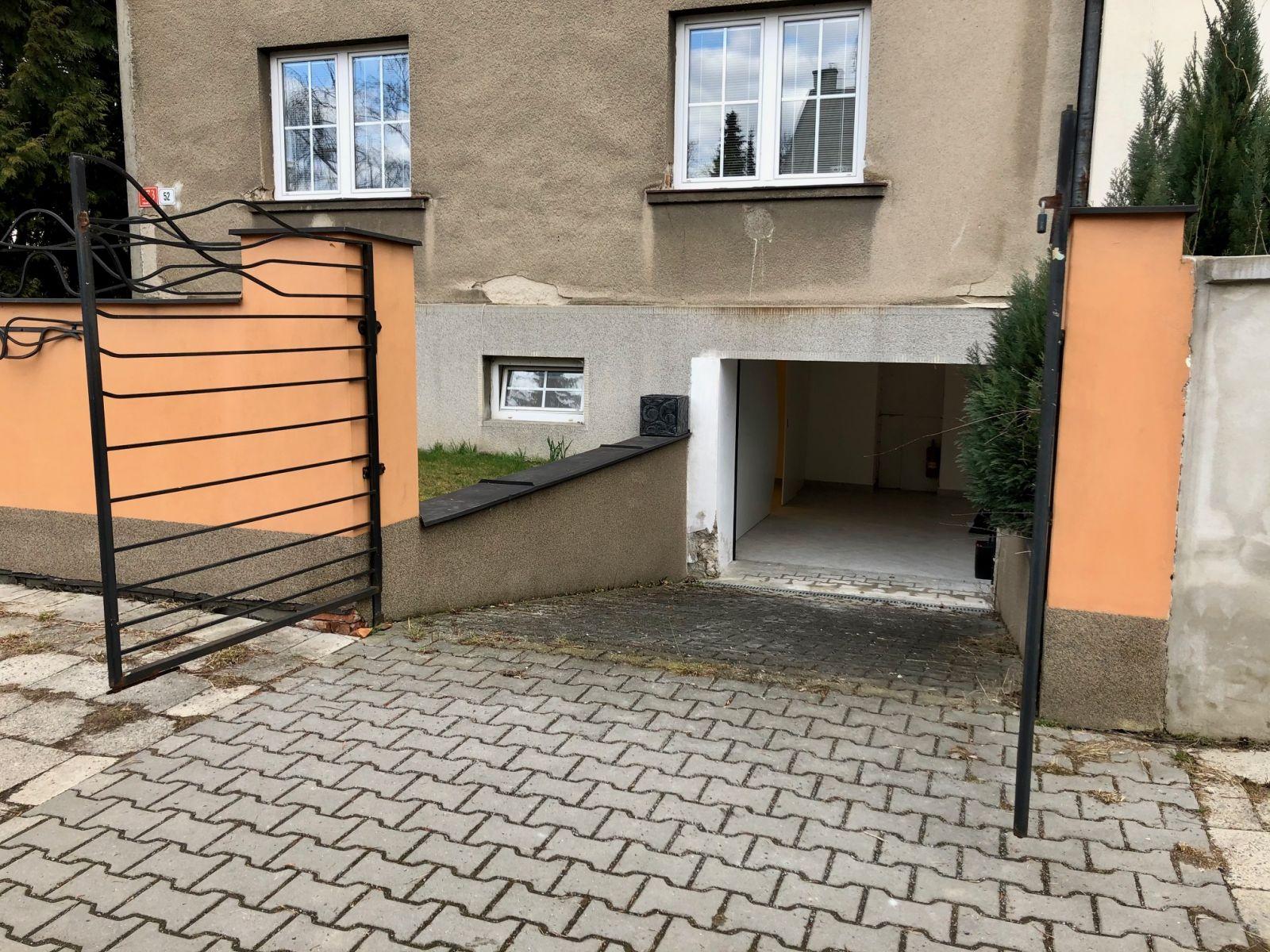 Pronájem skladu s parkováním v RD v Olomouci