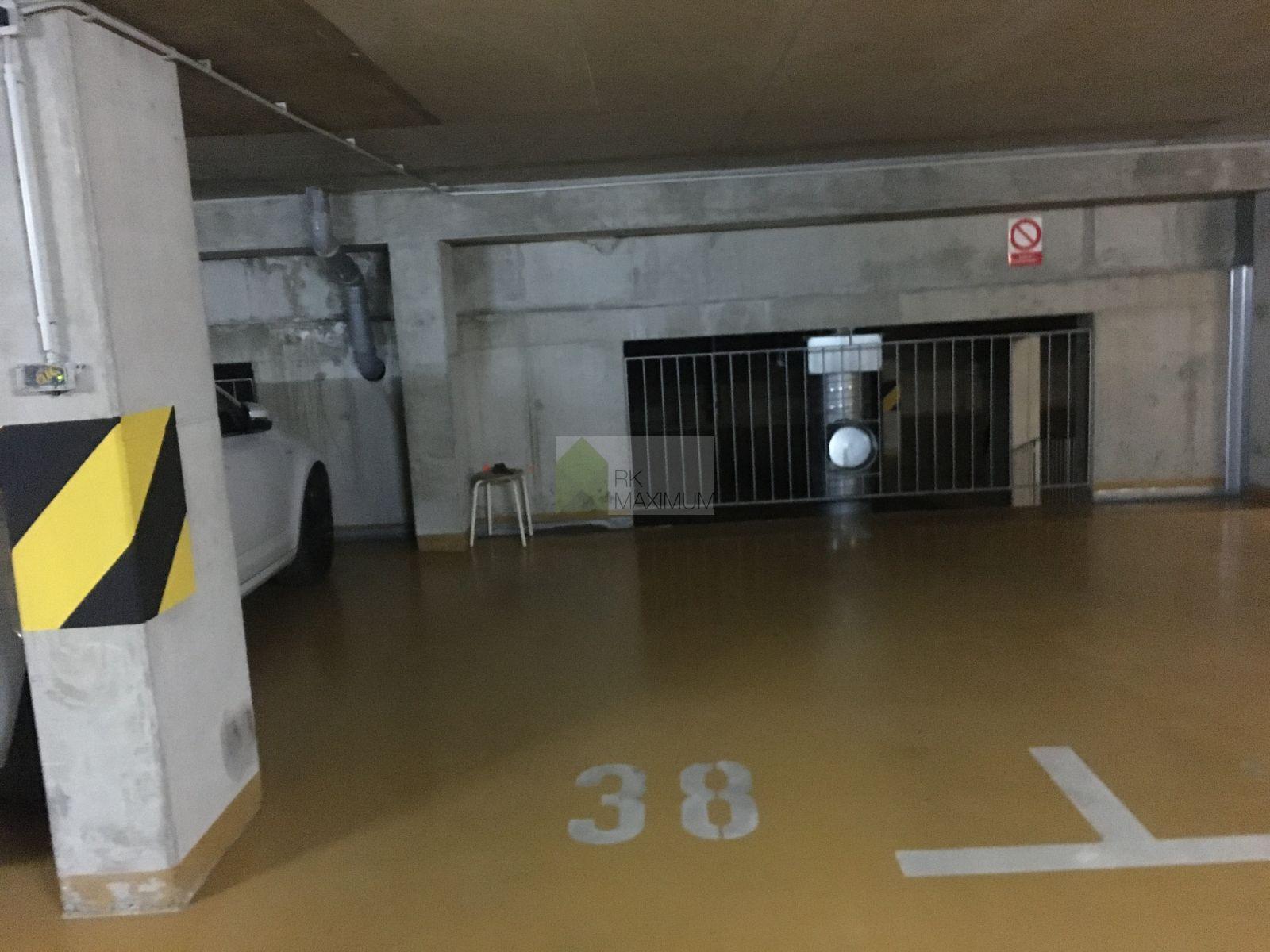 Pronájem garážového stání v Nuslích
