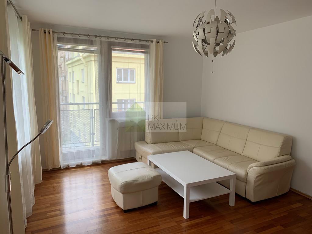 Kompletně zařízený 2+kk s balkonem, P4 - Podolí - Dvorecká ul.