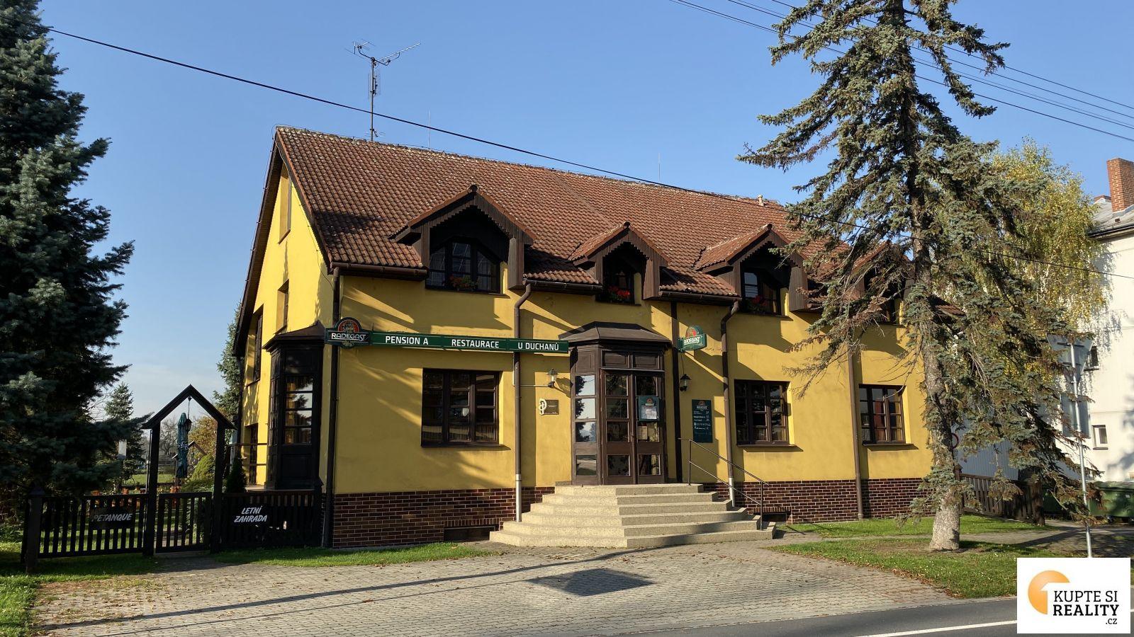 Nabízíme Vám k prodeji penzion se zavedenou restaurací 700 m2 a pozemcích 3881 m2 v Šenově.