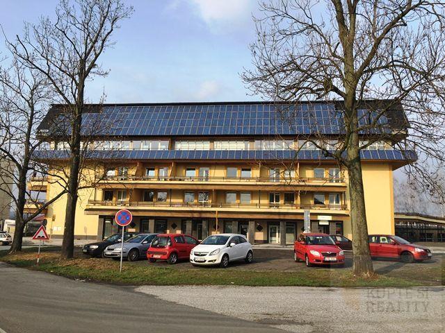 Nabízíme Vám k pronájmu byt v os. vl. 2+kk, 49 m2 s terasou 28 m2 na ul. Václavovická v Šenově.