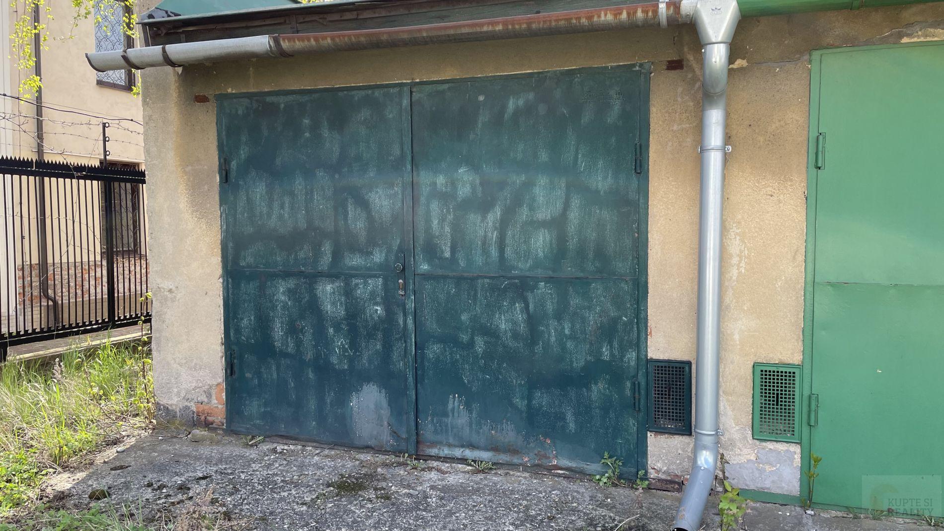 Nabízíme Vám k pronájmu garáž o velikosti 20 m2 na ul. Čelakovského v Ostravě-Mariánských Horách.