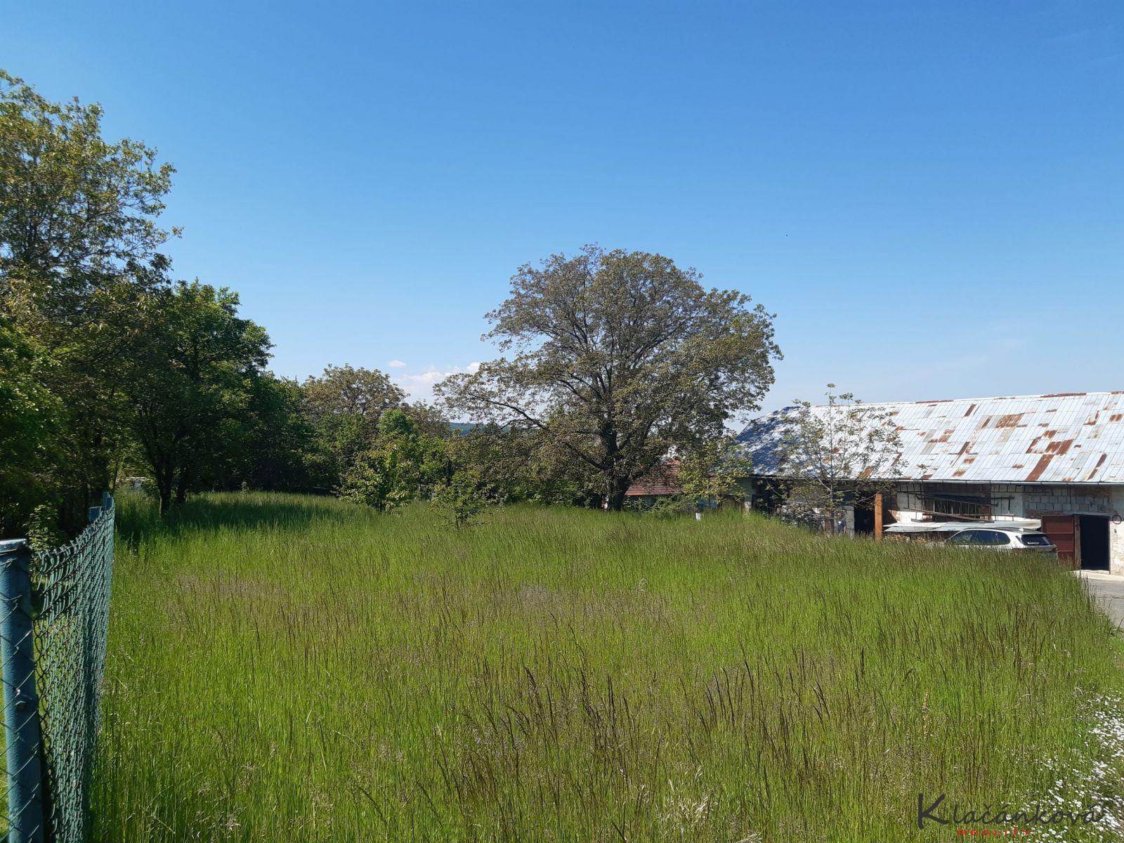 Pozemek - stavební parcela 1800m2  Fryšták