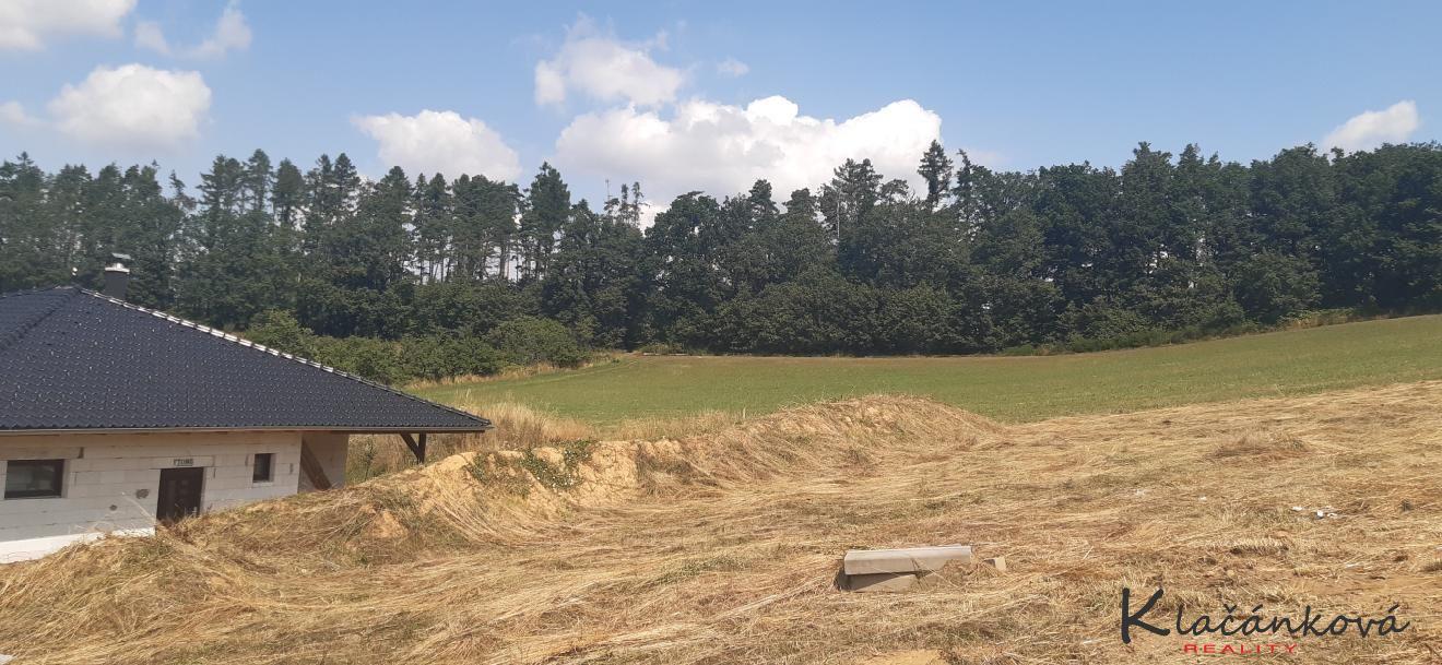 Prodej pozemku - stavební 800 m2 Hostišová