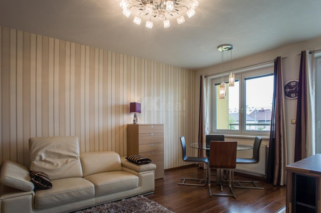 Pronájem zařízeného bytu 3+kk/2x lodžie, ul. Těšínská, Plzeň - Doubravka
