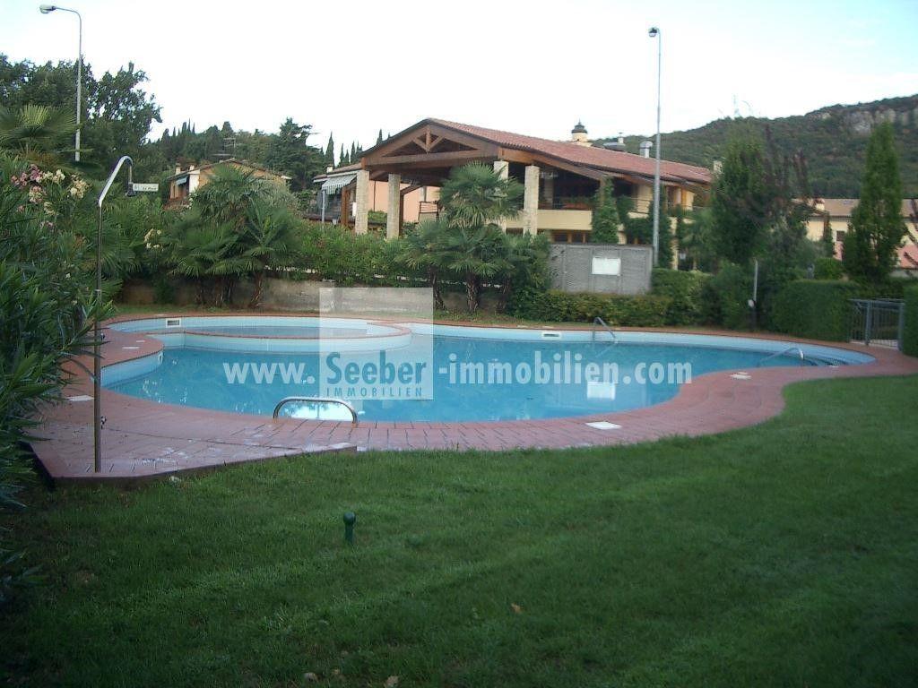 Prodej apartmánů, golfové hřiště Ca degli Ulivi - golf s výhledem na jezero.