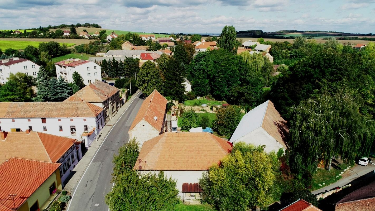 Prodej areálu budov s pozemkem, Vrbčany, okr.Kolín