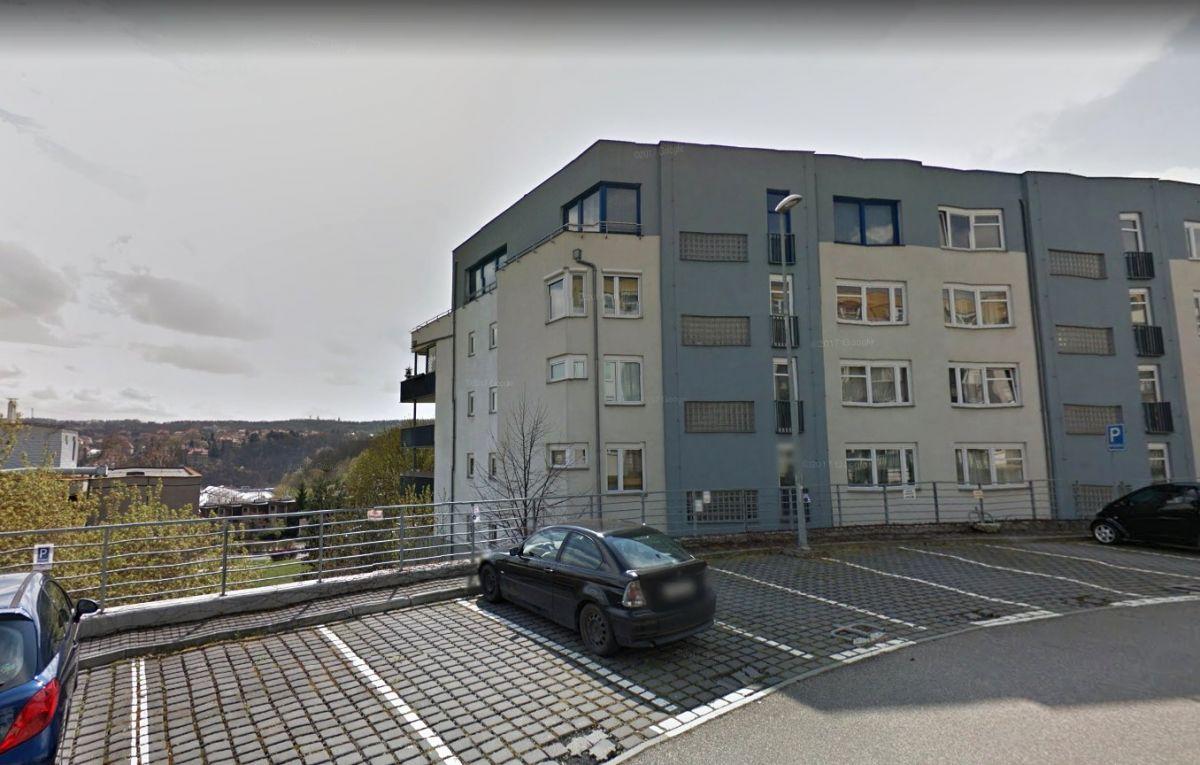 Pronájem venkovního parkovacího stání, ulice Jeřabinová, Praha 5