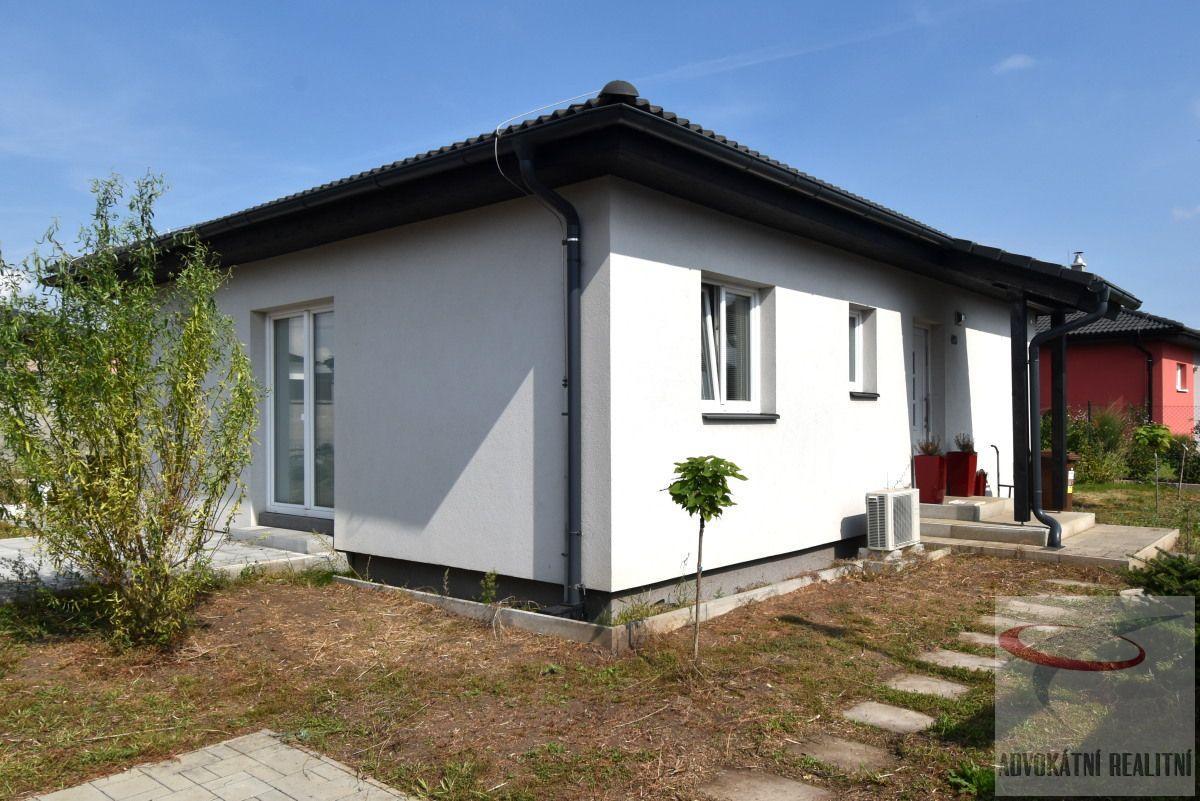 Novostavba rodinného domu v obci Předboj, Praha - východ
