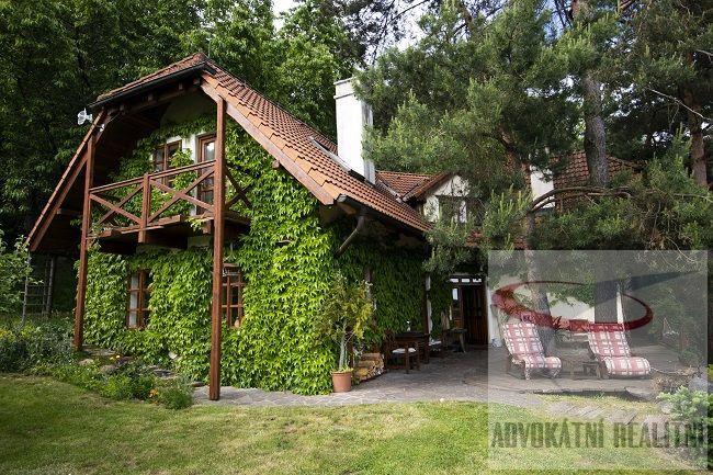 Exkluzivně Vám nabízíme jedinečný dům 6+kk na překrásném místě.