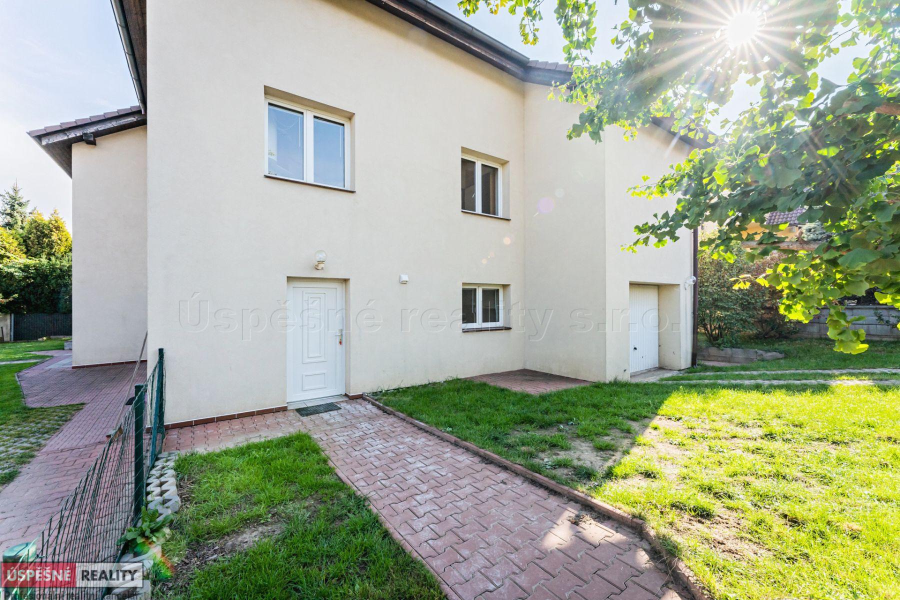 Prodej rodinného domu 9+kk s garáží a zahradou