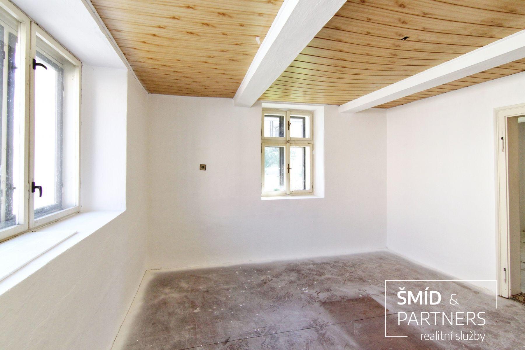 Stylová chalupa 2+1 na pozemku 1165 m2 - Sány okr, Nymburk.