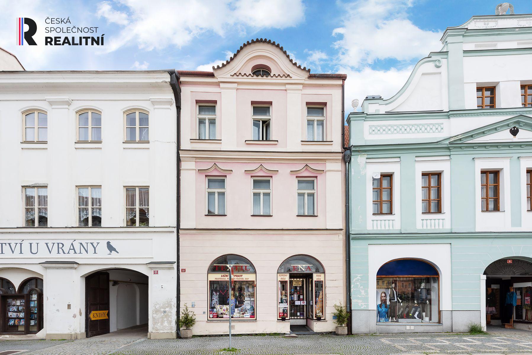 Nabízíme krásný historický dům na náměstí