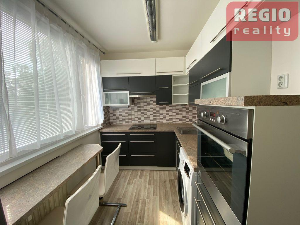 Prodej bytu 3+1, 28. říjen, Místek