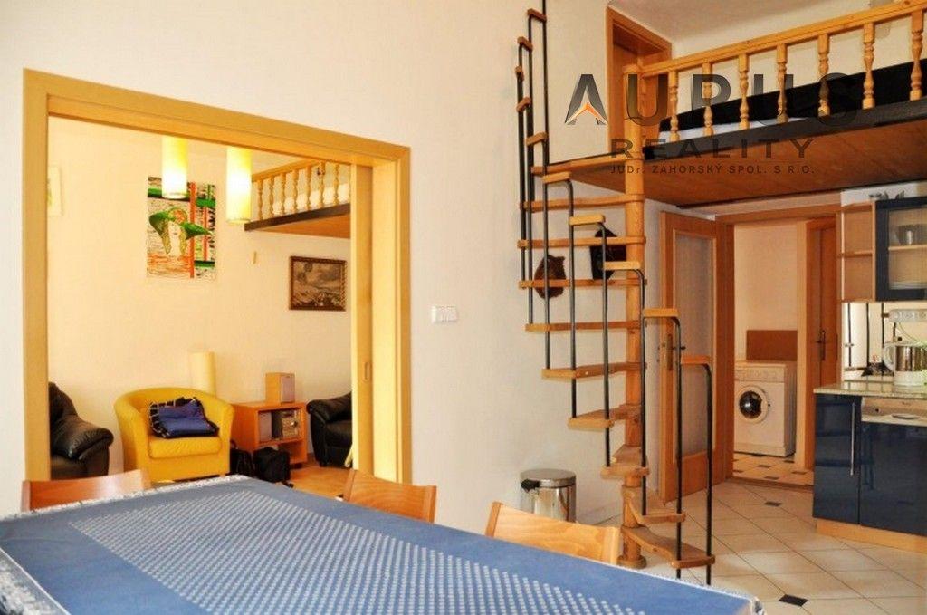 Pronájem super 1+1 v klasickém činžovním domě, Praha 10 - Vršovice, Norská ul.